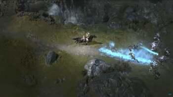 Sorceress dismounts her mount
